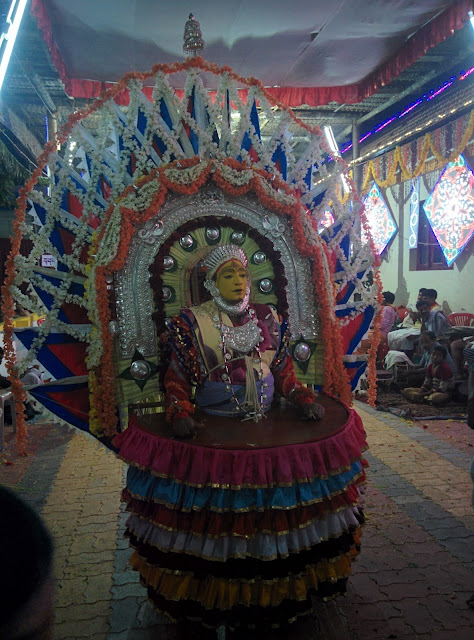 Jumadi Bhuta with elaborate make-up and costume