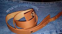 Correa, vaqueros y asa; jeans, belt and handle bag