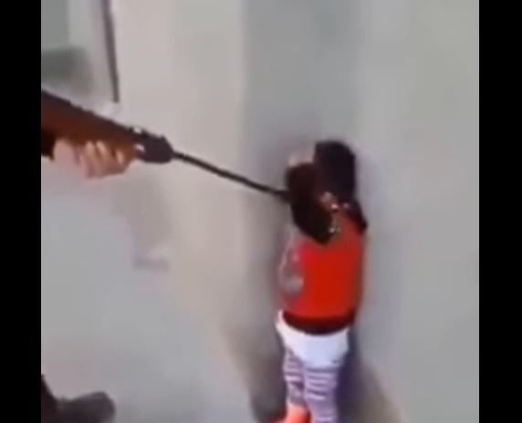 Video: Biadab!! Sungguh Keji,Tak Peduli Anak Kecil Jadi Sasaran Milisi Syiah