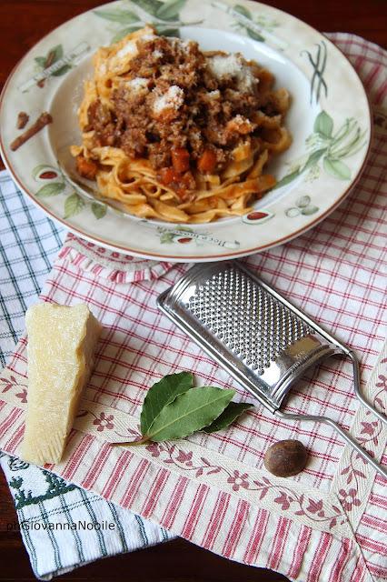 tagliatelle con ragù di carne trita e Lardomagro Lenti