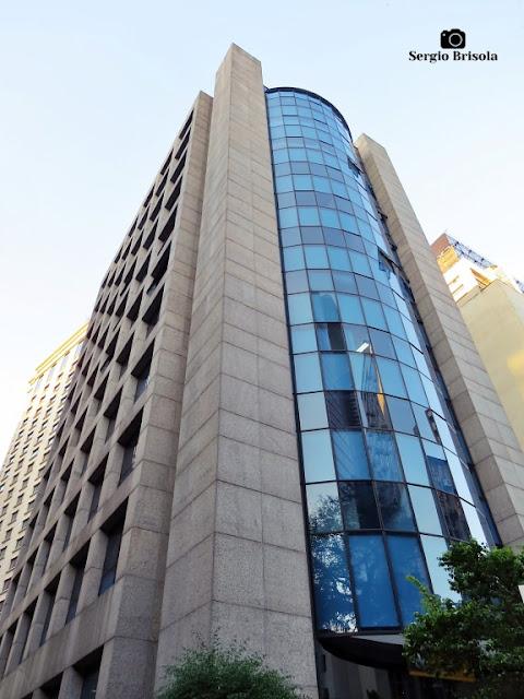 Perspectiva inferior do Edifício Suarez Trade - Cerqueira César - São Paulo