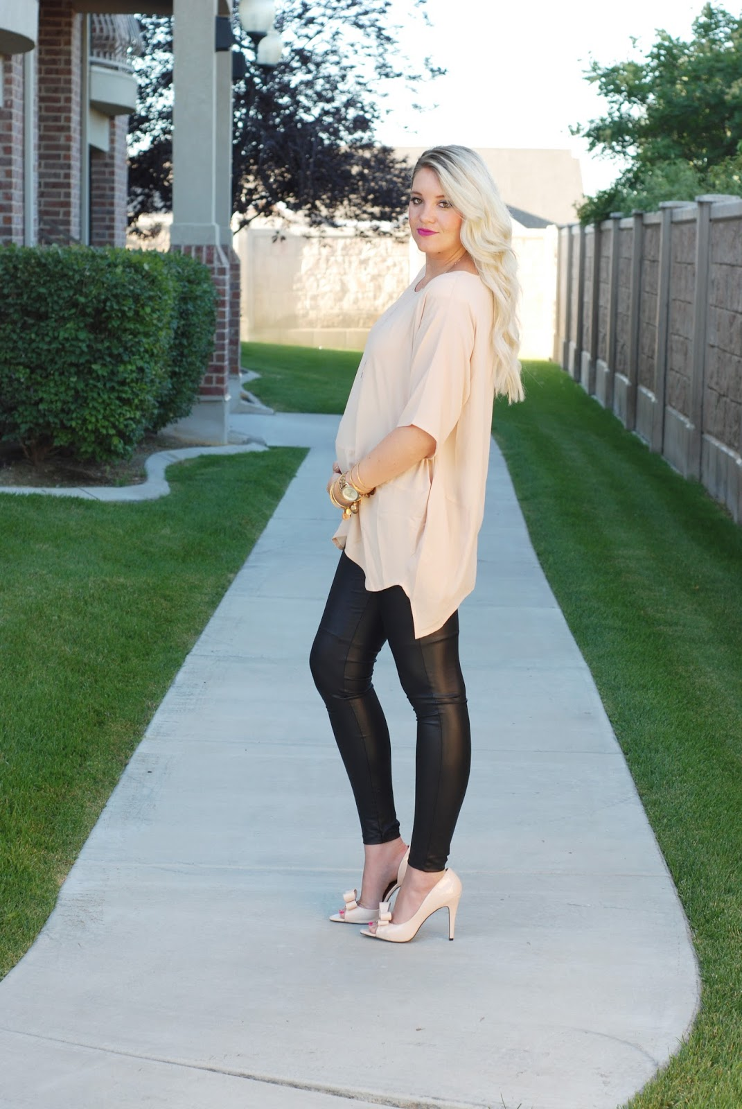 Maternity Outfit, Pregnant Style, Blonde Extensions