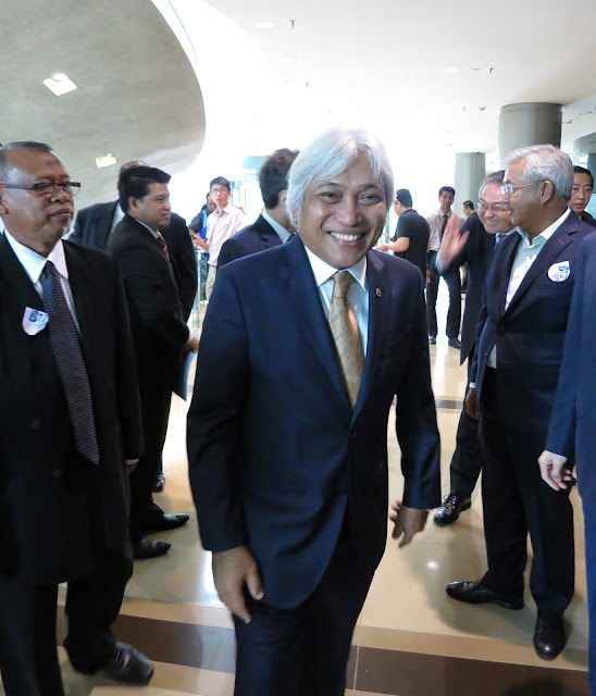 Fig 18 : This was how close I got ! BNM Governor Muhammad Ibrahim