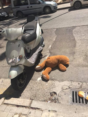 Tremendo accidente, peluche, osito