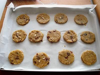 Biscotti con fiocchi d'avena e uvetta 8