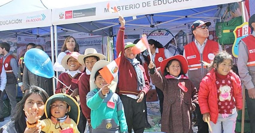 Ministerio de Educación entrega kits escolares para contrarrestar friaje y heladas