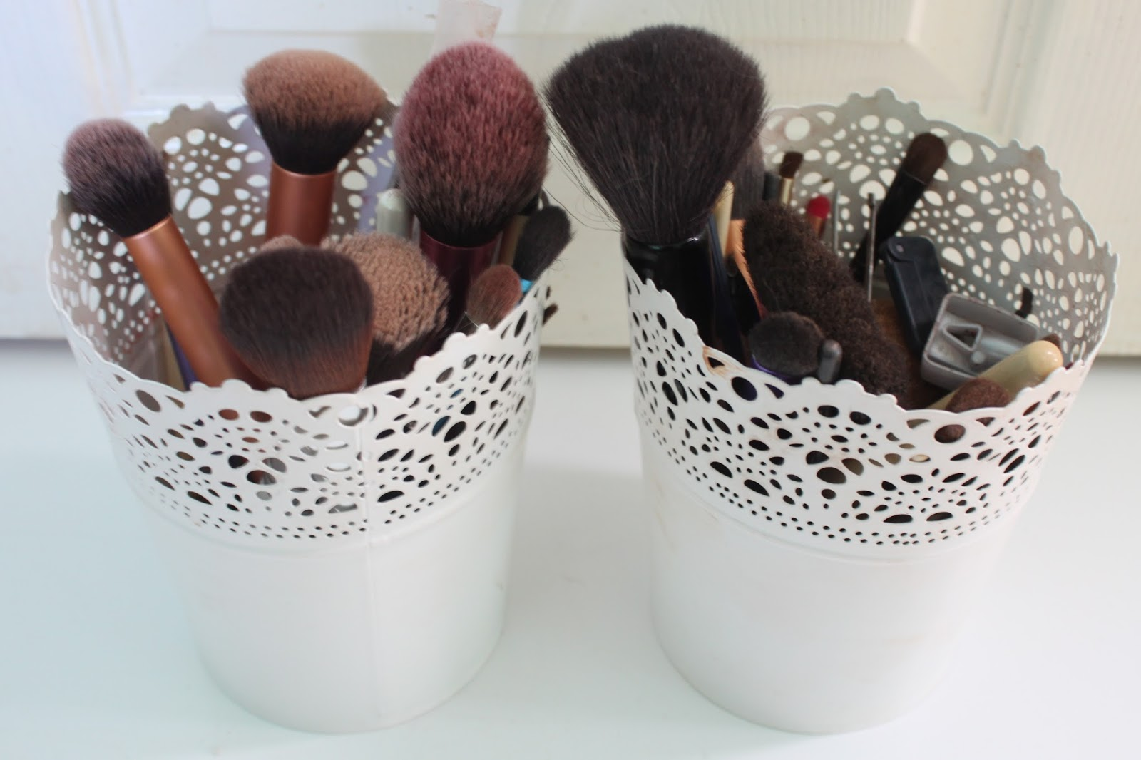 The Lazy Girl's Guide to Washing Make Up Brushes