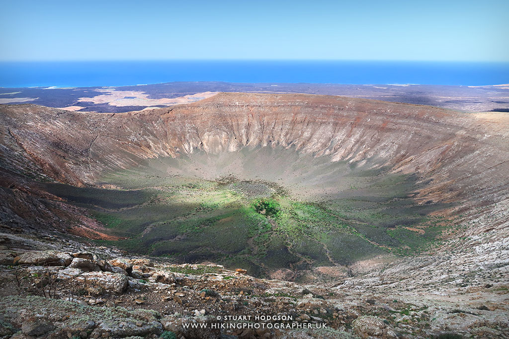 caldera blanca walk in lanzarote a holiday hike to an extinct