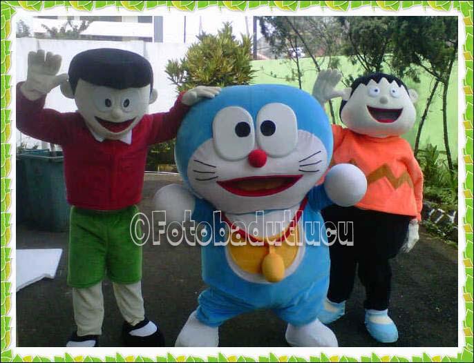 gambar kostum badut karakter nobita doraemon dan giant