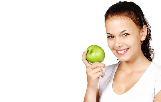 Donna che segue dieta per la tiroide