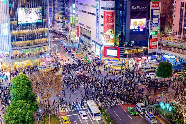 "Sensation of Crossing ""Shibuya Crossing"" in Tokyo"