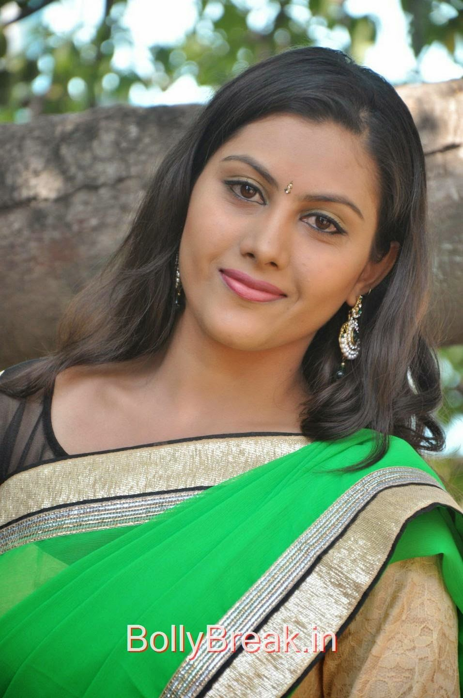 Tollywood Actress Priyanka, Hot Pics Of Priyanka In Green Saree from SS Art Productions Production No 1 Movie