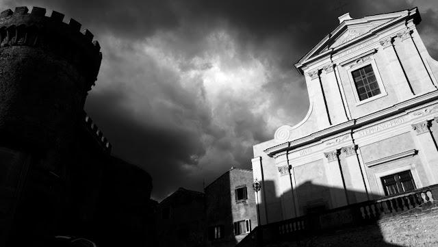 Fotografia in bianco e nero della Cattedrale di Bracciano