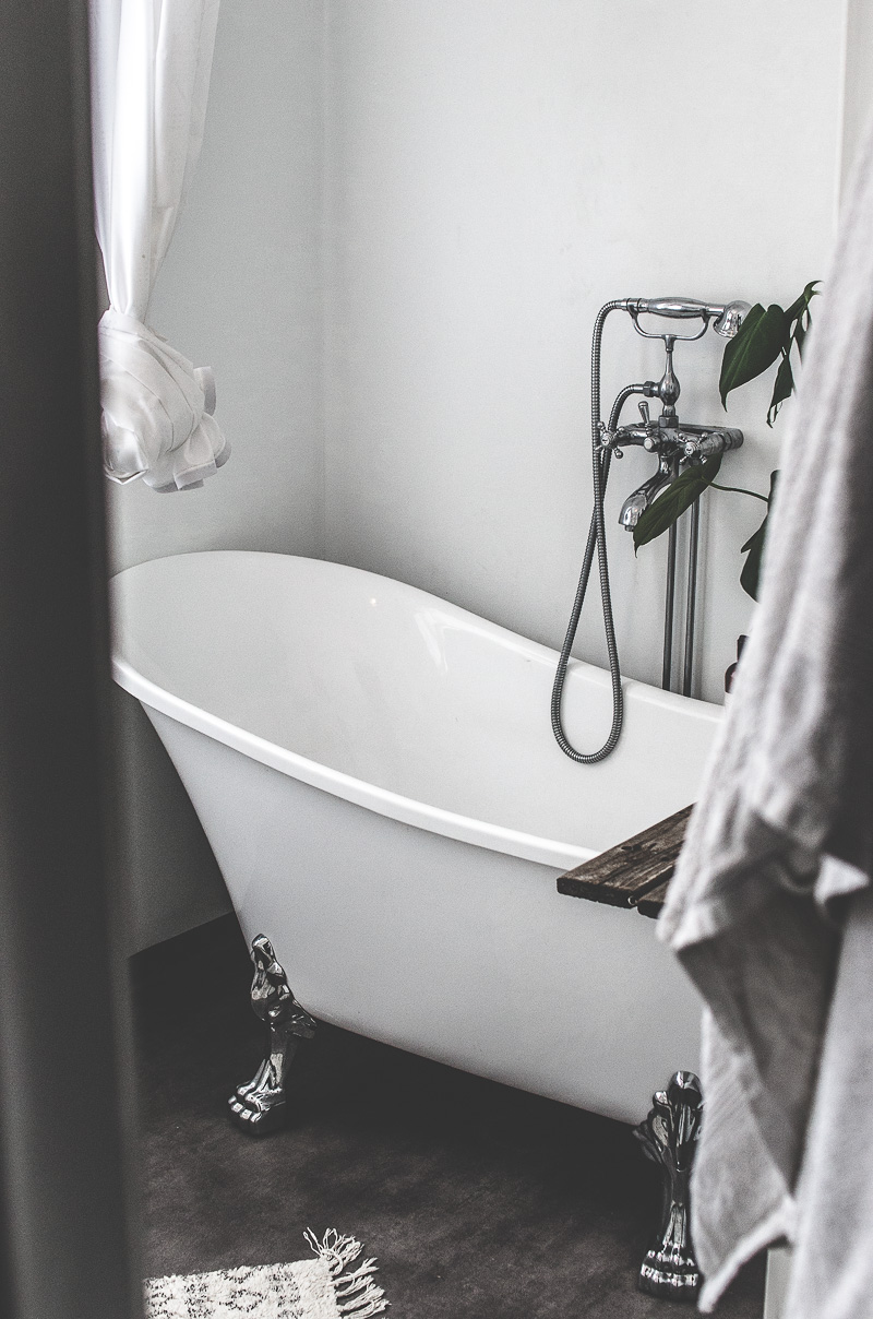 litet badkar med tassar, badrumsrenovering, 20 tal