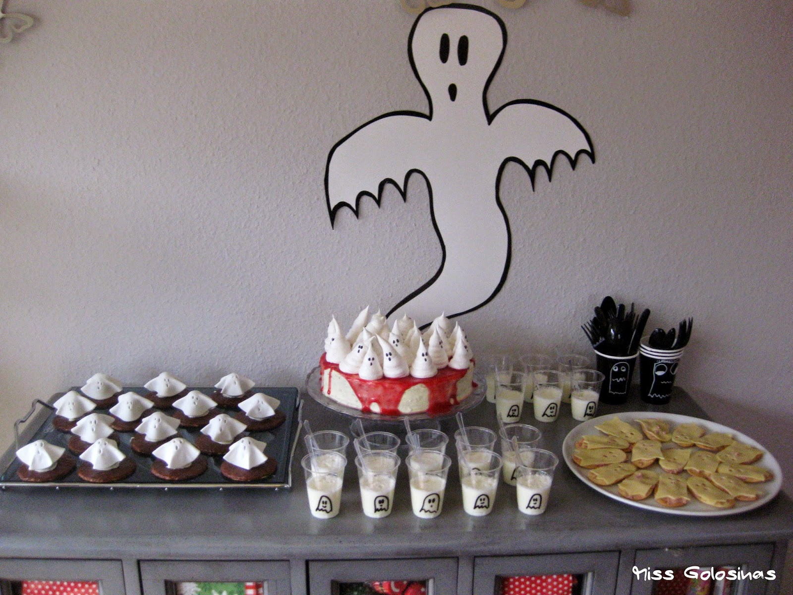 Sweet table for a ghost party, fiesta fantasma