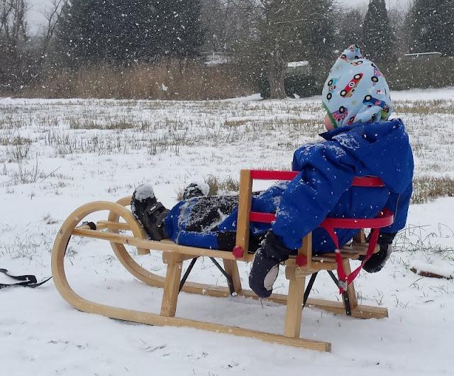 Rund um den Tröndelsee: Unser Winter-Spaziergang mit Schlitten. Fürs Schlitten fahren mit Kindern bekommt Ihr bei mir auch ein paar Tipps und Tricks!