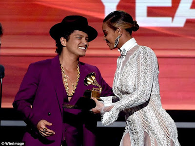 beyonce and bruno mars at 2016 grammy awards