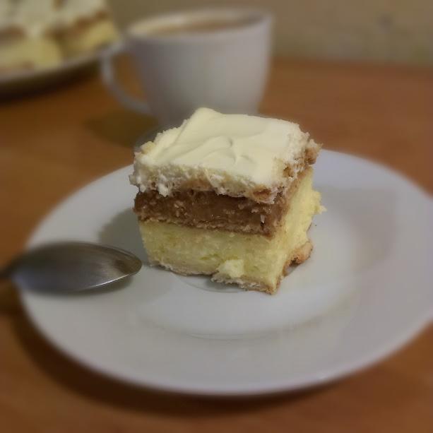 ciasto trzy bit, ciato 3 bit, jak zrobić ciasto trzy bit, przepis na ciasto, przepis, kremówka, bita śmietana