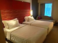 suasana tempat tidur hotel