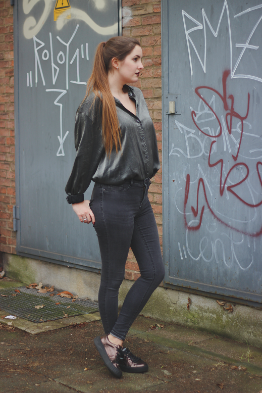 metallic blouse and skinny jeans