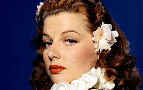 A maquiagem dos anos 40 história