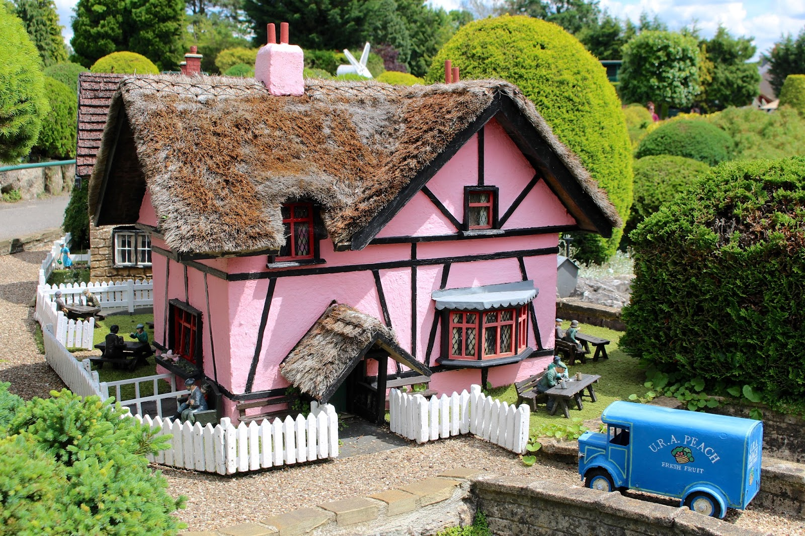 Thatched cottage at Bekonscot model village