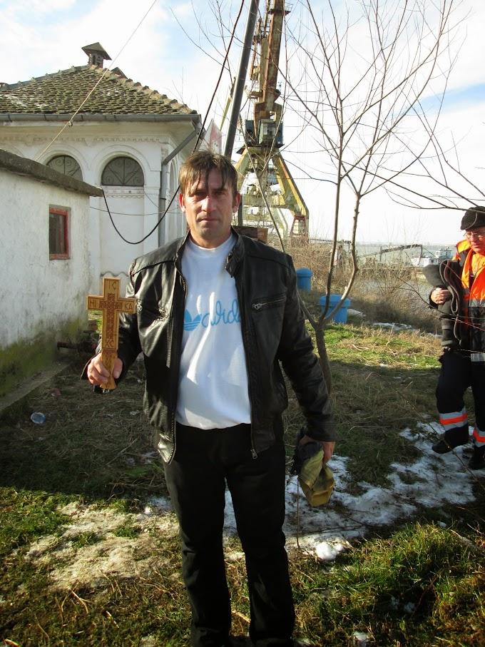 (Foto/Video) Boboteaza, sărbătorită pe malul Dunării, la Calafat