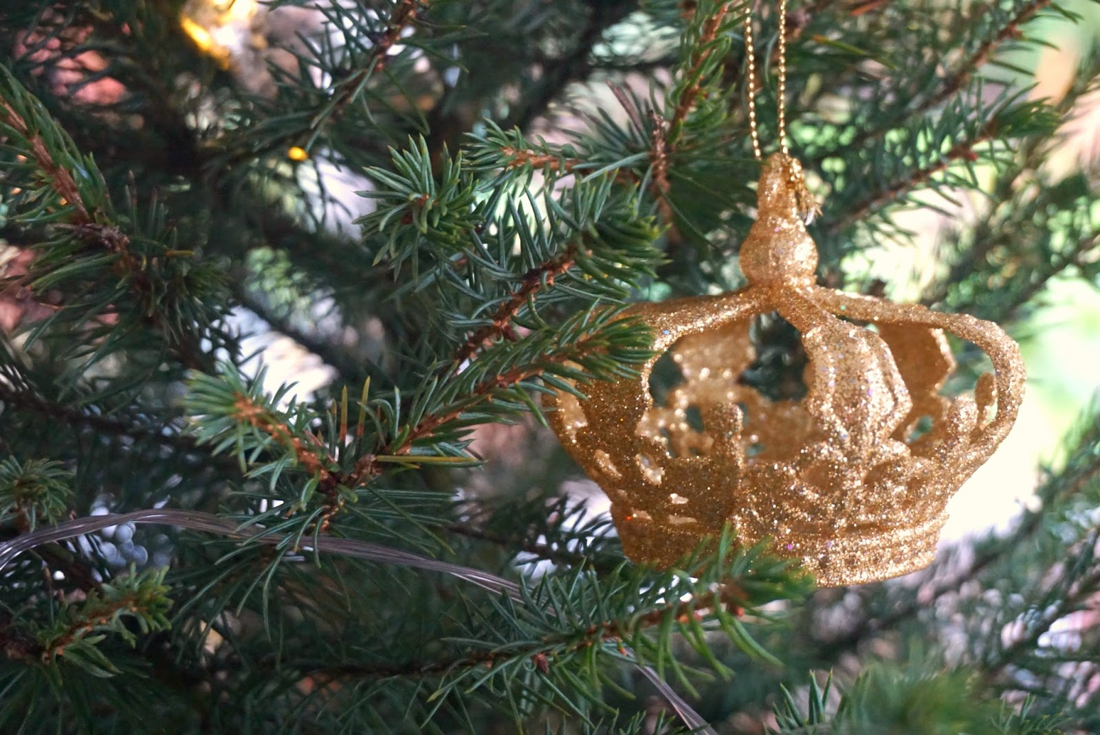 Debenhams Gold Crown Bauble