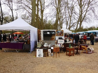 stalls at brocante in Azay-Le-Rideau