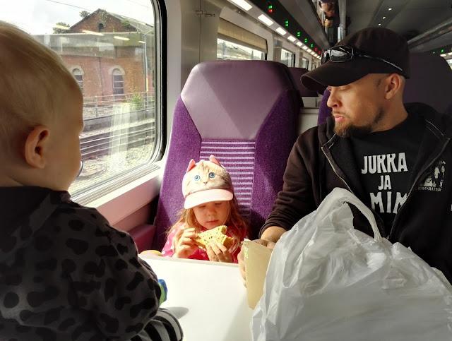 irlanti juna lapset matkustaminen