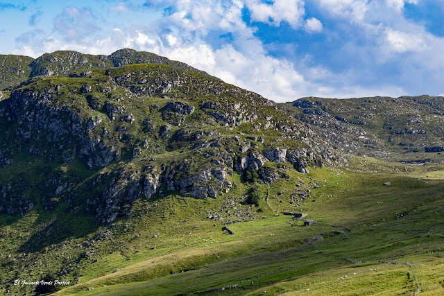 Montañas de la Isla de Runde, Noruega por El Guisante Verde Project