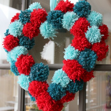 Make this pom-pom heart wreath