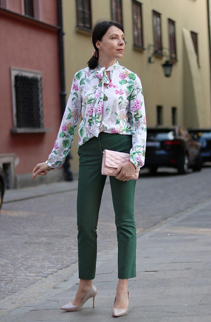 bluzka z motywem w kwiaty stylizacje 2018