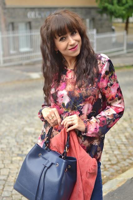 AKO NA 70. ROKY_Katharine-fashion is beautiful_Semišové sako_Strapcová kabelka_Katarína Jakubčová_Fashion blogger