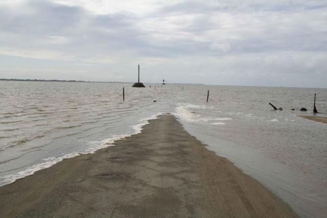 Esta carretera en Francia desaparece bajo el agua dos veces diarias