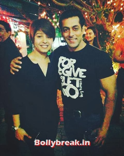Birthday boy Salman turns 48 today! The actor invited several B-town celebs for his birthday bash. Seen here is singer Sunidhi Chauhan with Salman. Looks like Salman's new mantra in life is 'Forgive and let Go', and thus the superstar also invited Bigg Boss contestant Kushal Tandon to his bash., Salman Khan Birthday bash Pics