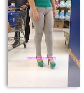 guapa mujer pantalón apretado