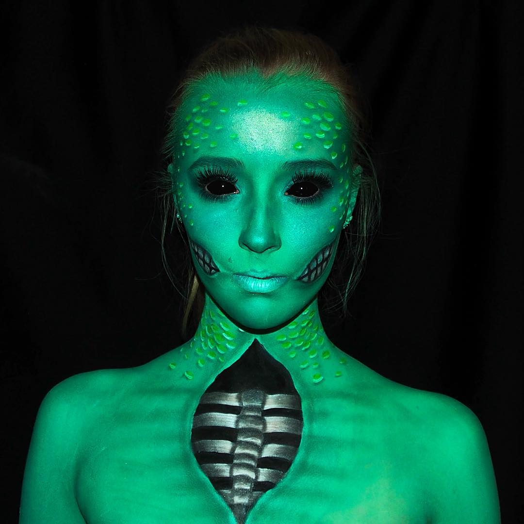08-Lara-Wirth-Armageddon-Painted-Turning-into-Monsters-with-Body-Painting-www-designstack-co