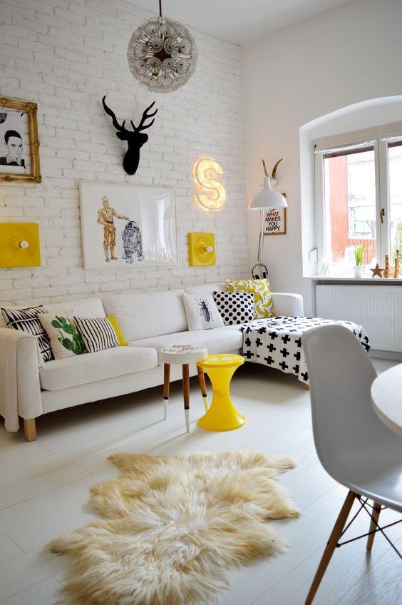 żółte Dodatki W Salonie Inspiracje Urządzanie Wnętrz