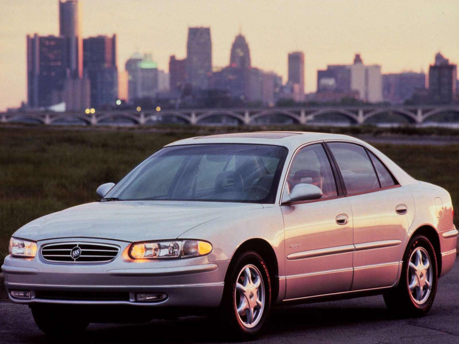Buick Regal on 1999 Buick Rainier