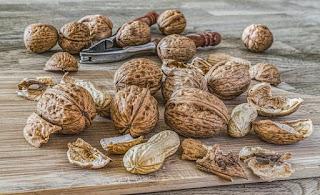 Benarkah Makan Kacang Bisa Menimbulkan Jerawat? Ini Penjelasannya