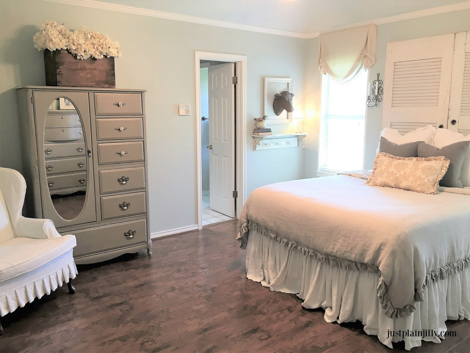 first friday home tour featuring just plain jilly poofing the