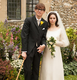 Otro fotograma de The Theory of Everything que muestra el día de la boda de Stephen Hawking con Jane
