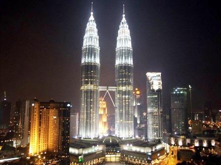 Objek Wisata Favorit di Kuala Lumpur Malaysia Menara Petronas
