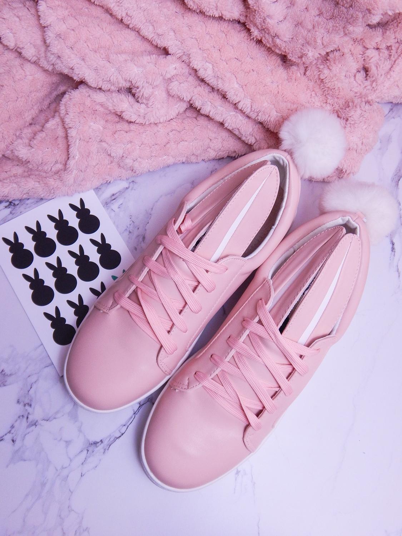 11 różowe tenisówki króliki z pomponem urocze buty na wiosnę tenisówki do każdej stylizacji renee pudrowy róż partybox buty w kształcie zająca