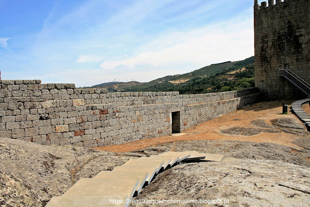 Portas do Castelo de Linhares da Beira