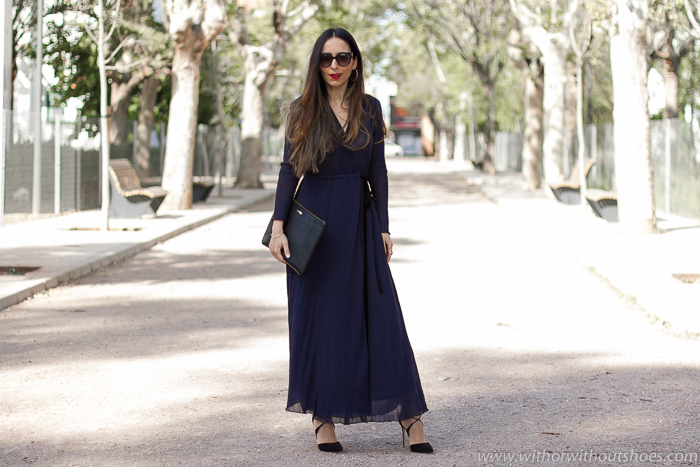 Influencer blogger valenciana mama ideas outit fiesta bautizo celebraciones con vestido largo cruzado sandalias zapatos Aquazzura
