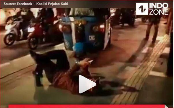 Aksi Koalisi Pejalan Kaki Yang Tak Membiarkan Bajaj Lewat Trotoar Bikin Salut
