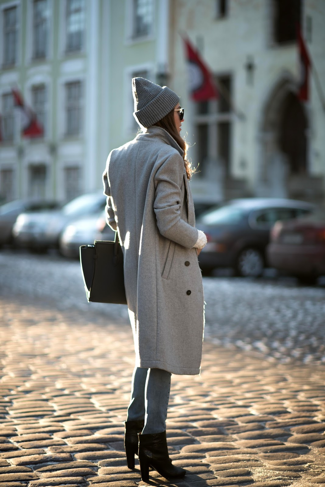 grey beanie minimalist winter outfit