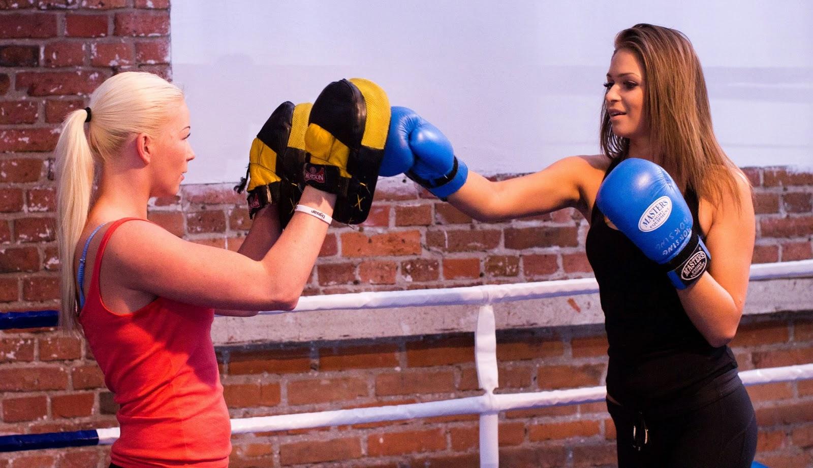 trening, kobiety, kobieta, dla kobiet, sport, zdrowie, boks, kickboxing, muay thai, Emilia Czerwińska, ul. Dworcowa 31, sala bokserska, trening personalny